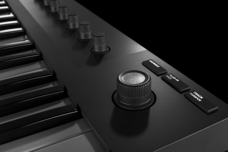 BJs Sound & Lighting - Komplete Kontrol M32 push encoder product gallery bjs web