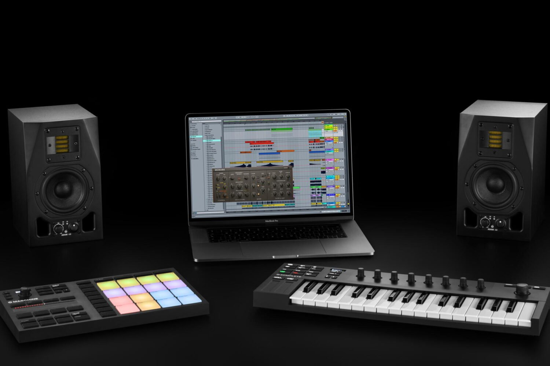 BJs Sound & Lighting - Komplete Kontrol M32 setup product gallery bjs web